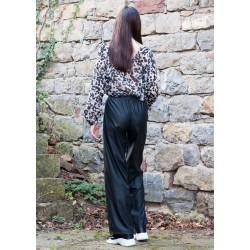 Дамски черен кожен панталон...